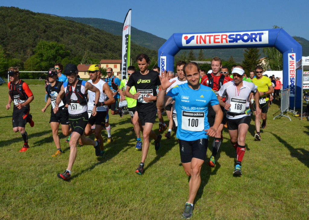 104 runners set off from the race start at La Faurie. Photo credit http://traildescimesdubuech.blogspot.fr/